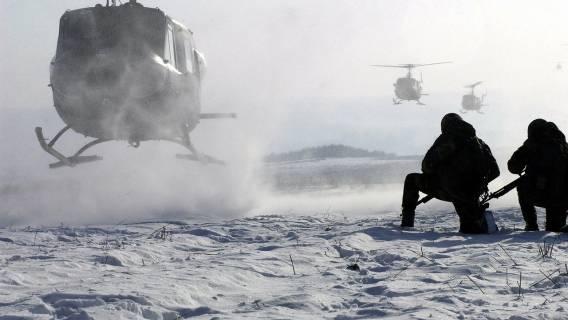 Dwa śmigłowce zderzyły się podczas misji bojowej. 13 żołnierzy zginęło w okropnych okolicznościach, informacje o tragedii obiegają media