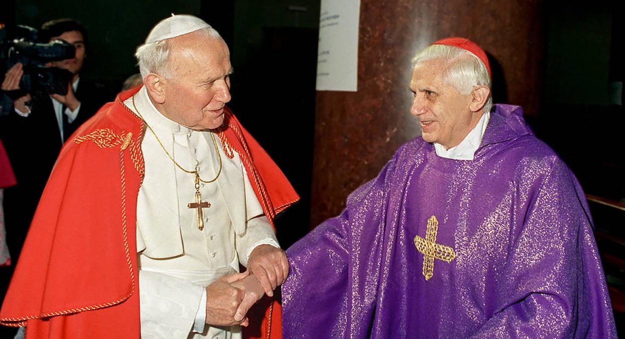 Jan Paweł II i Benedykt XVI dostawali ogromne pieniądze od księdza-pedofila? Media przekazały porażające informacje