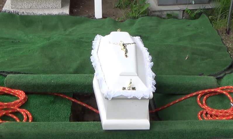Ksiądz odmówił pogrzebu noworodka. Jego tłumaczenie jest skandaliczne