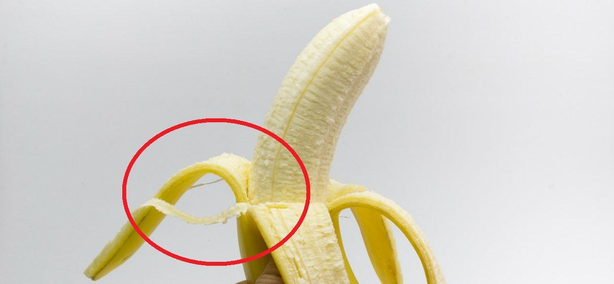 Pozbywasz się białych nitek z bananów? Przestaniesz, kiedy dowiesz się, jaką pełnią funkcję