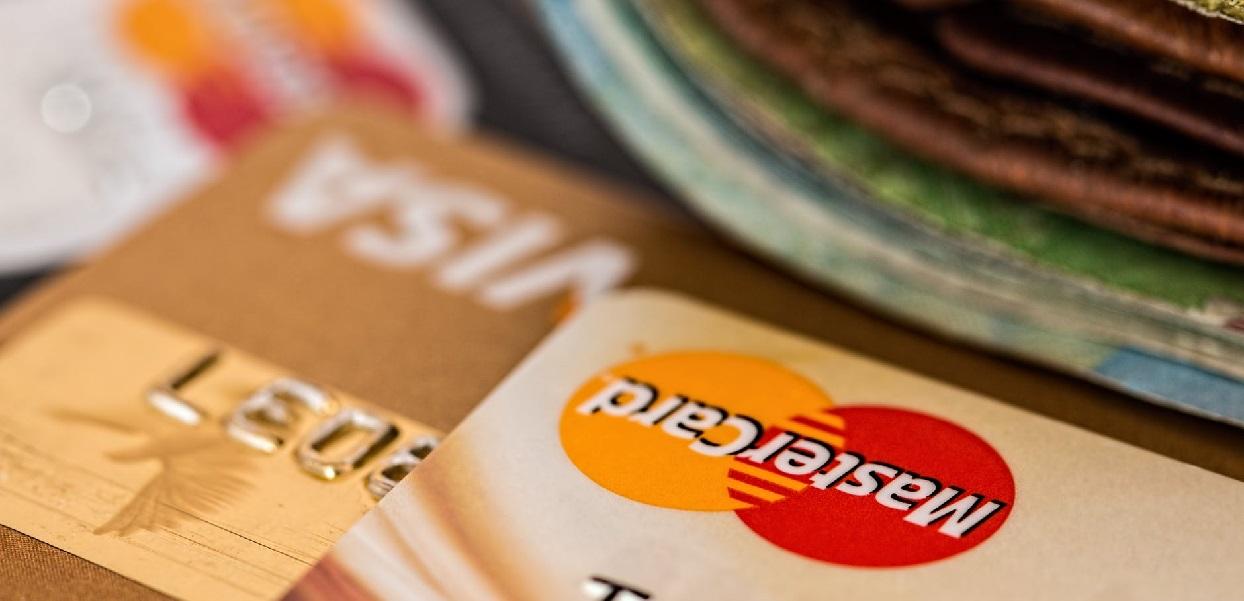Ważne zmiany w przelewach bankowych już od dziś. Polacy mogą się cieszyć, więcej pieniędzy zostanie w kieszeni
