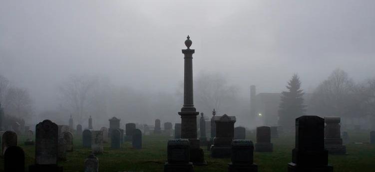 Grabarz wykopał z grobu ciało 10-letniej Amelki. Powód przyprawia o ciarki, matka jest roztrzęsiona