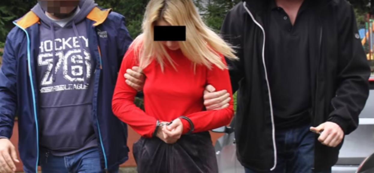 Najpierw 14-letnia Dżessika współżyła z 2 chłopakami w szkolnej toalecie, ale później było już tylko gorzej. Rzeczy, które kazała zrobić Sebastianowi są po prostu straszne