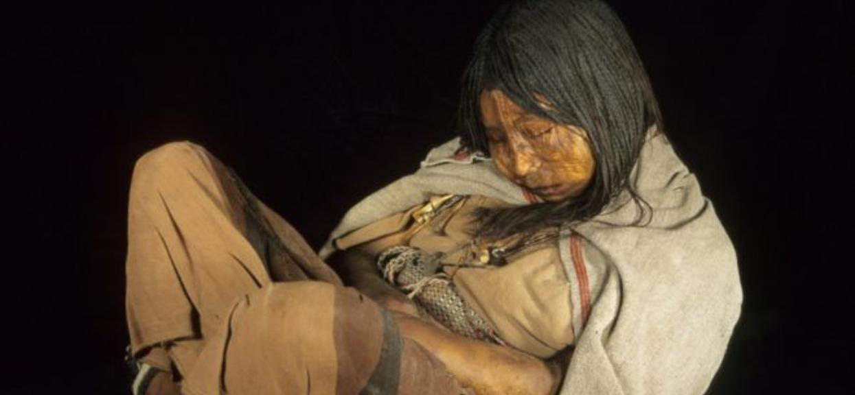 Znaleźli zamarzniętą 500 lat temu dziewczynkę. Zbadali ją i wryło ich w ziemię
