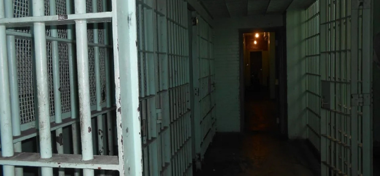 Zgłosiła gwałt zbiorowy przez 12 mężczyzn. Teraz grozi jej więzienie, prawda okazała się porażająca
