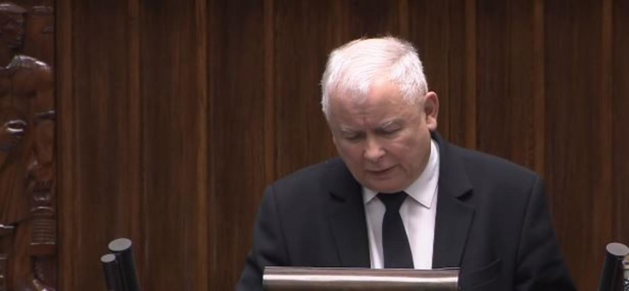 Karetka pod domem Kaczyńskiego. PiS milczy