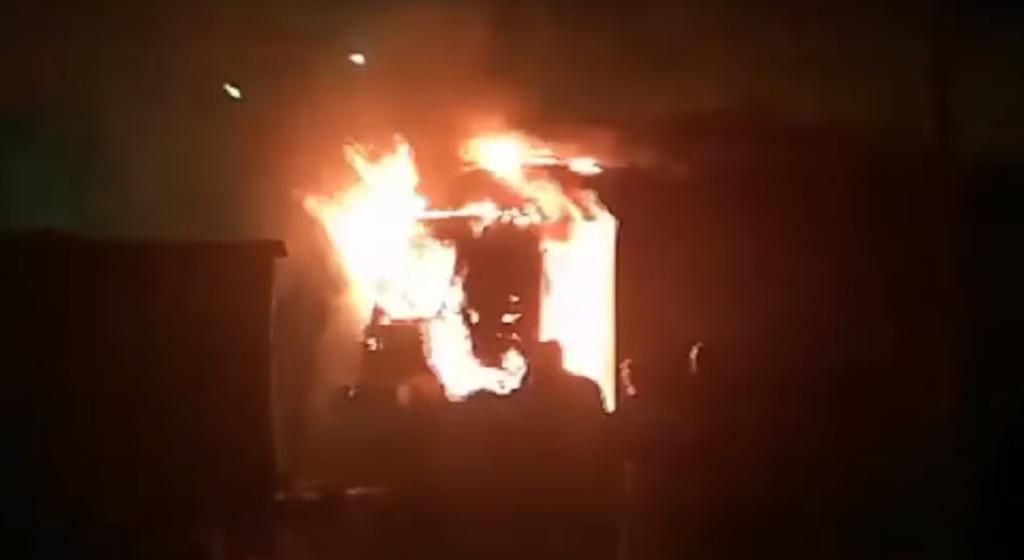 Pociąg nagle stanął w ogniu w polskiej miejscowości. Doniesienia służb zdumiewają