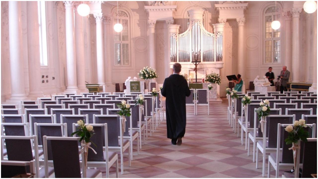 Bierzesz ślub w przyszłym roku? Ksiądz będzie mógł cię wypytać o najbardziej intymne rzeczy, które powinny zostać tylko w małżeńskiej sypialni
