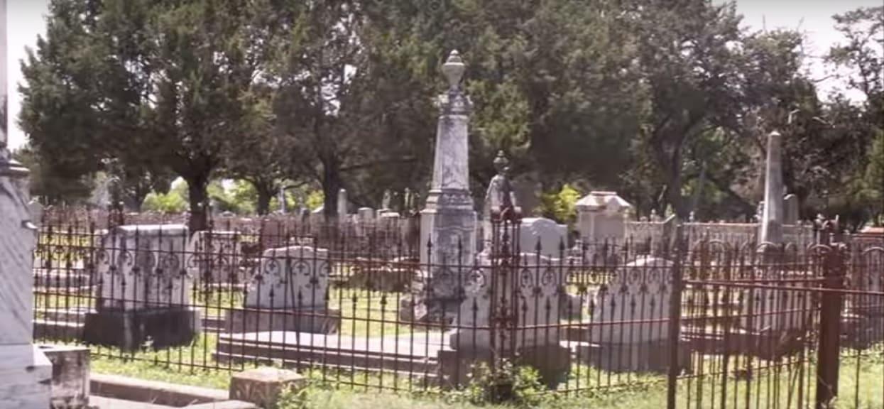 Mąż strasznie upokorzył żonę podczas mowy pogrzebowej. Umarła na zabójczy nowotwór