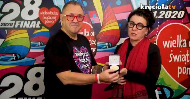 Niezwykły gest Tokarczuk dla WOŚP. Przekazała na aukcję swoją replikę medalu noblowskiego