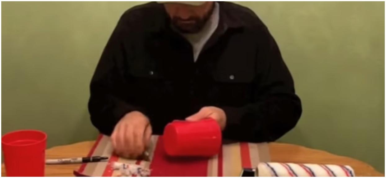 Użył wałka i dwóch kubków z plastiku. Stworzył gadżet warty wielkie pieniądze