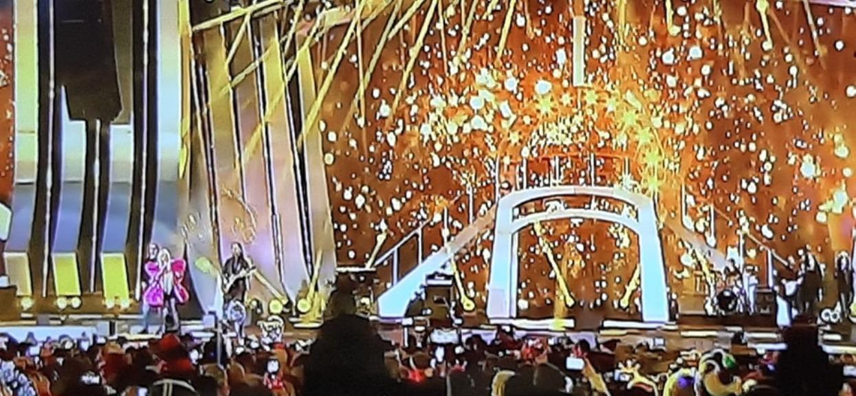 Na ten występ czekaliśmy. Maryla Rodowicz pojawiła się na scenie jako różowy, lateksowy motyl. Dobór pierwszej piosenki nieprzypadkowy