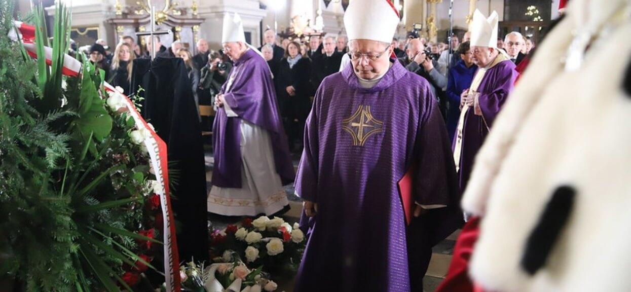 Tak wyglądają pogrzeby księży. Znacznie różnią się od pochówku normalnych osób, będziecie zdumieni