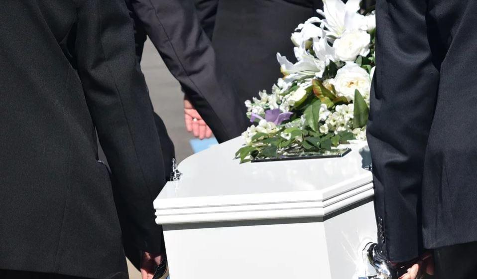1,5-letni synek podczas pogrzebu zamordowanego ojca krzyknął jedno ścinające z nóg słowo