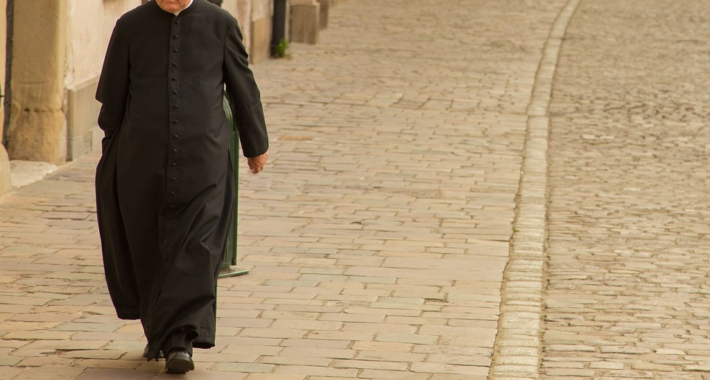 Ksiądz z Chodzieży usłyszał zarzuty dokonania kilkudziesięciu gwałtów. Krzywdził przez ponad 10 lat