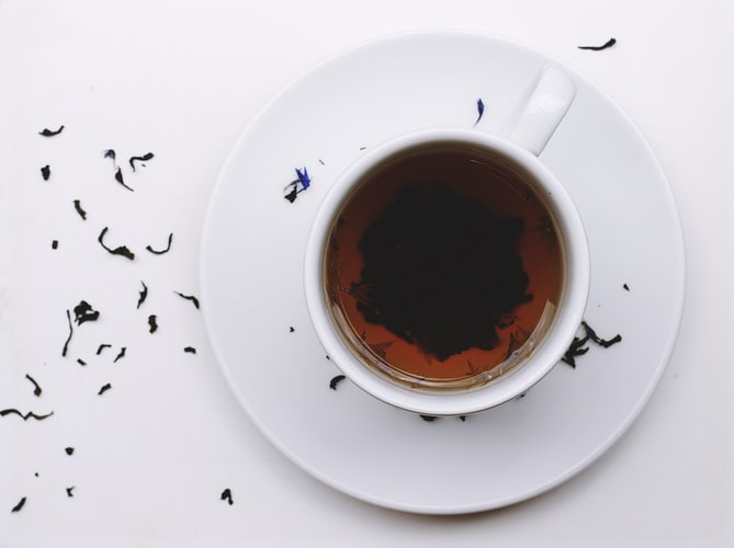 Przepis na herbatkę, która pomaga na gardło i zatoki. Od razu poczujesz ulgę