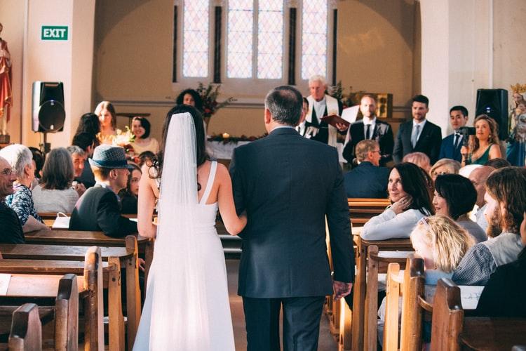 Na ślubie Ewy i Wojtka ksiądz chwycił za mikrofon i wszyscy zamarli. Panna młoda aż się popłakała