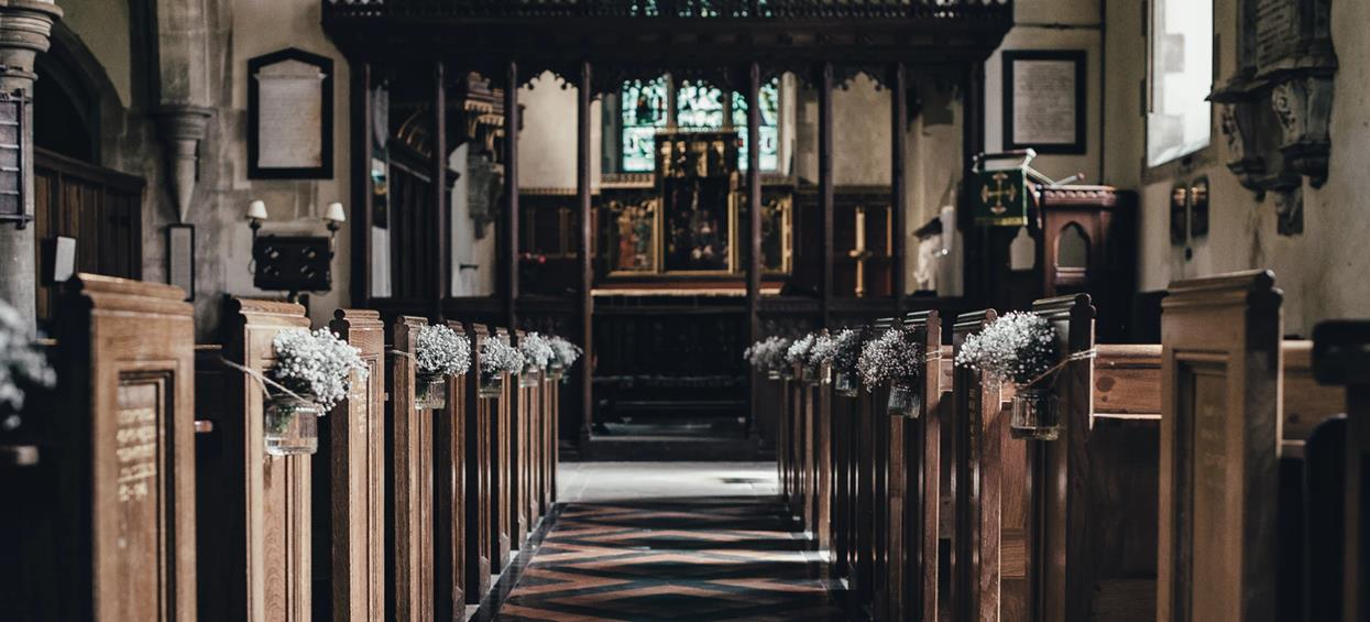 Młode pary będą wściekłe, ogłoszono nowe zasady ślubu kościelnego. Ksiądz zada bardzo pikantne pytania