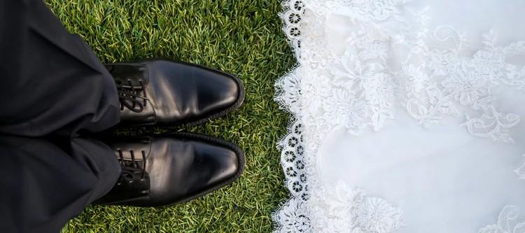 Młoda para chciała mieć nietypowe zaproszenia na ślub. Totalnie nie wyszło, stali się pośmiewiskiem całego internetu