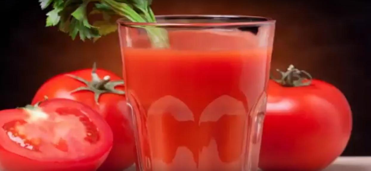 Codziennie przez 2 miesiące pij szklankę soku pomidorowego. Efekty tak cię ucieszą, że już zawsze będziesz go pić