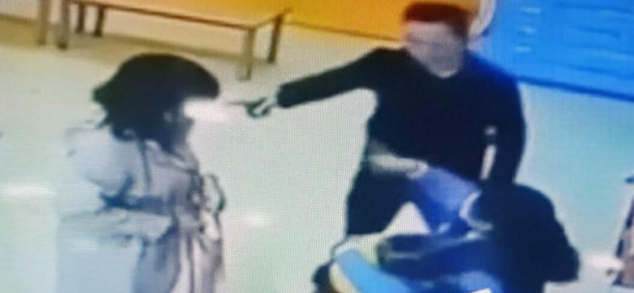 Zobaczył na podglądzie z kamery, co przedszkolanka wyprawia z jego córką. Tak się zagotował, że puściły wszelkie hamulce