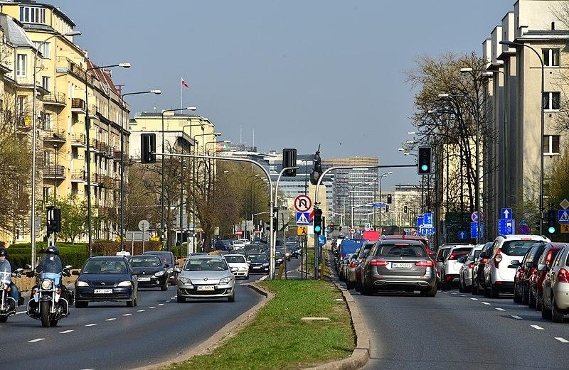 Zakrwawione dziecko w samochodzie. Dramatyczna akcja służb w Warszawie