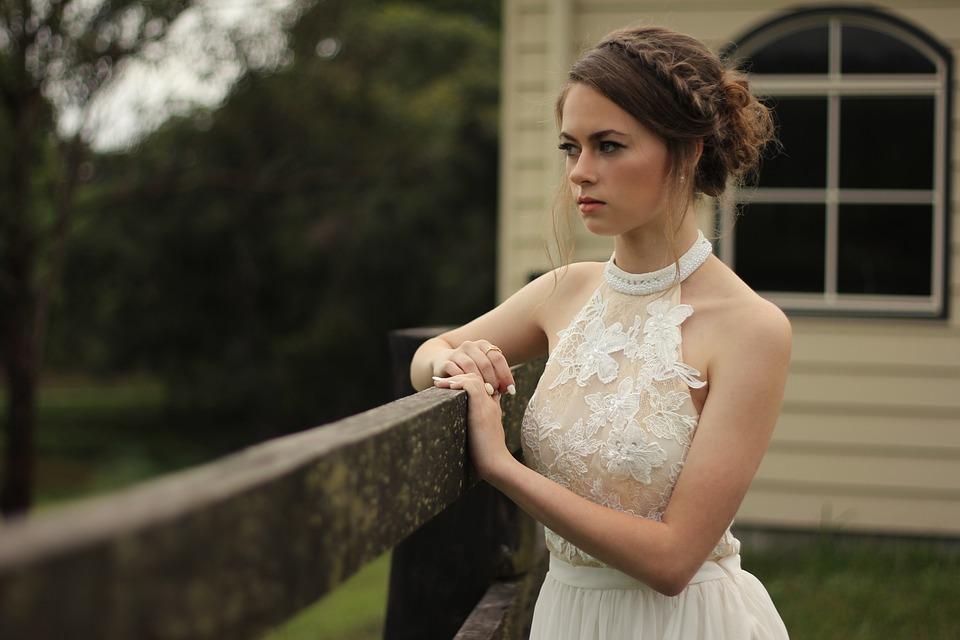 Podczas wesela panna młoda usłyszała rozmowę ciotek. Ugięły się pod nią nogi, zamknęła się w toalecie i nie mogła przestać płakać