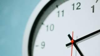 """Zagraniczne szkoły rezygnują z zegarów ze wskazówkami? """"Dzieci nie potrafią ich używać"""""""