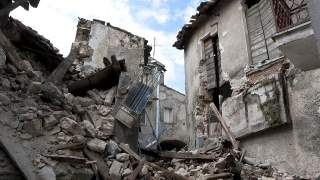 Katastrofa budowlana na Dolnym Śląsku, wszystko runęło. Gruzowisko pilnie zostało przeszukane przez psy tropiące