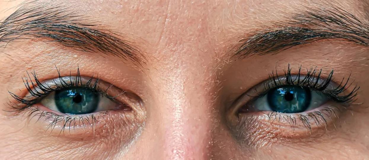 Poszła na rutynową kontrolę do okulisty. Lekarz spojrzał jej w oczy i pilnie przeprowadził operację