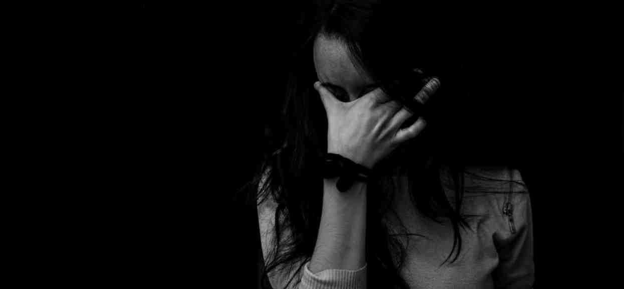 Dziennikarka została zgwałcona przez kolegę z pracy. Gdy zgłosiła się na policję, po raz drugi przeżyła koszmar minionej nocy