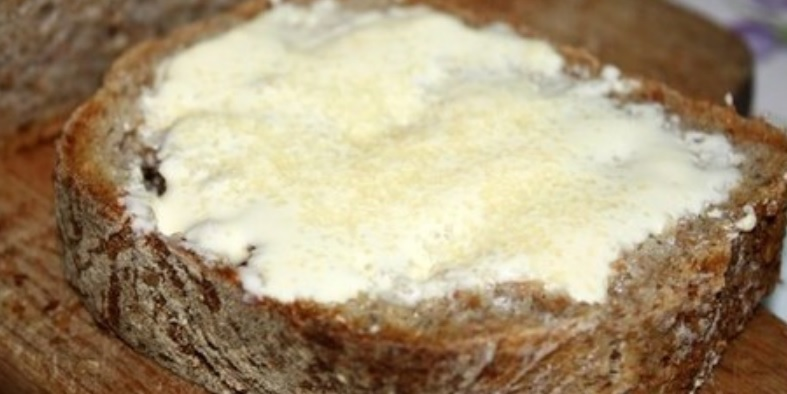 Najwspanialszy smak dzieciństwa, chleb z cukrem