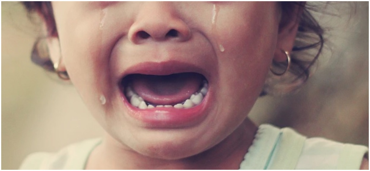 Agonia dziecka trwała dniami, z głodu jadło proszek do prania. Jego mama w tym czasie oddawała się haniebnym czynnościom