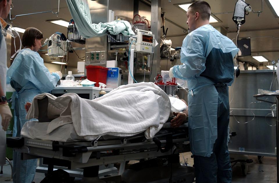 Partnerka ugryzła go podczas stosunku. Jego intymna część ciała zrobiła się czarna, miesiąc lekarze walczyli o jego życie