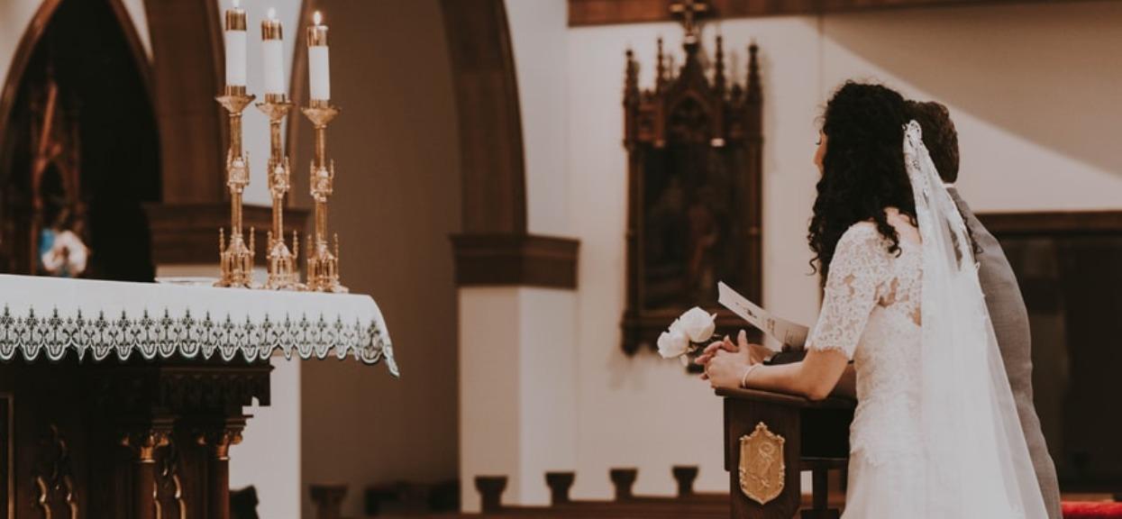 Chcesz wziąć ślub w tym roku? Ksiądz urządzi ci prawdziwe przesłuchanie
