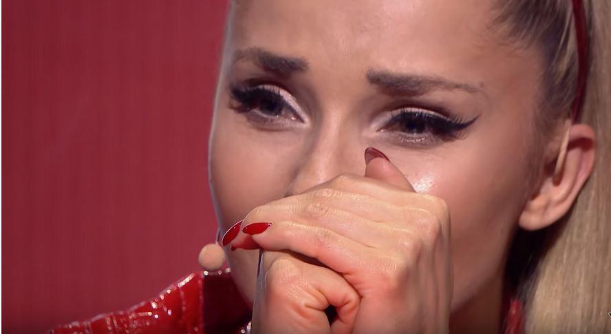 """Złapała za mikrofon i na zawsze zmieniła swoje życie. Kwiatkowski pokazał kartkę i rozbawił wszystkich widzów """"The Voice Kids"""""""