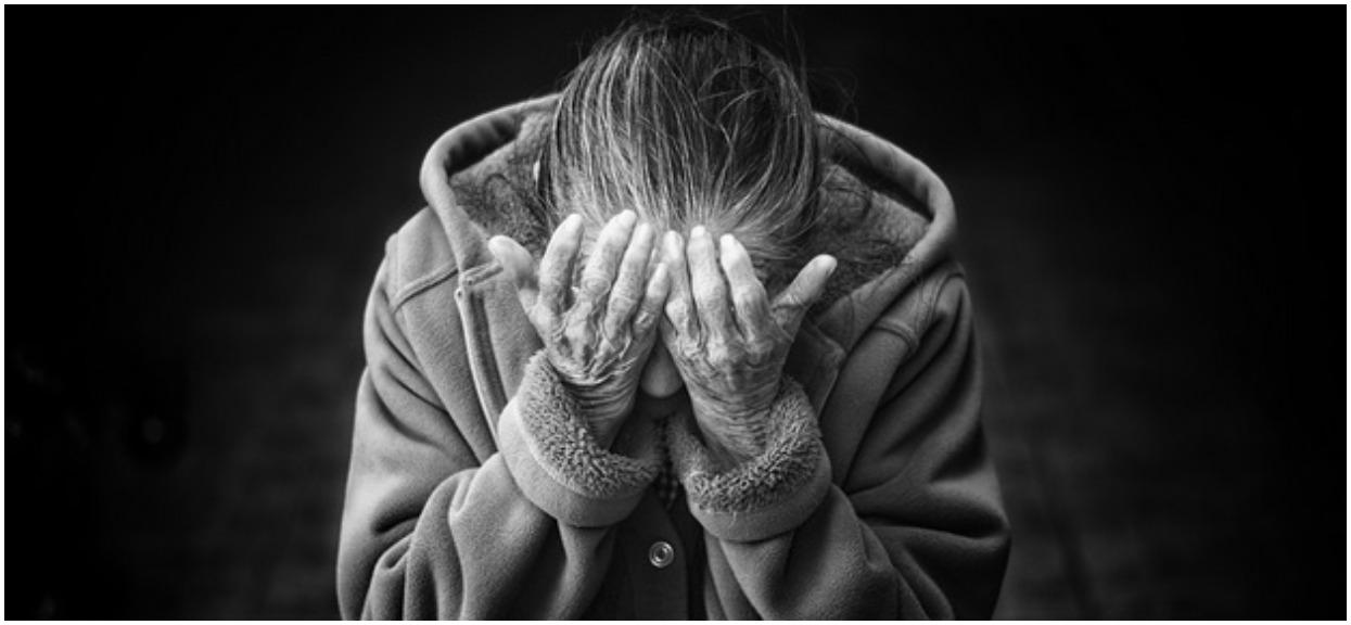 Nie mieści się w głowie, syn przez rok maltretował matkę. W końcu przesadził, musiała udawać martwą, żeby się uratować