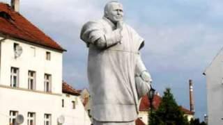 Kto w ogóle wpadł na tego typu pomysły? Najgorsze pomniki Jana Pawła II, 13. jest największym przegięciem