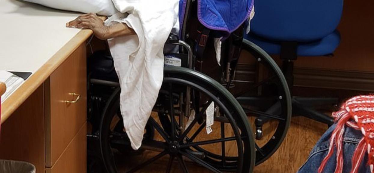 W sieci pojawiły się wstrząsające zdjęcia z domu opieki. Nie mieści się w głowie, jaka rzecz dzieje się ze schorowaną 80-latką