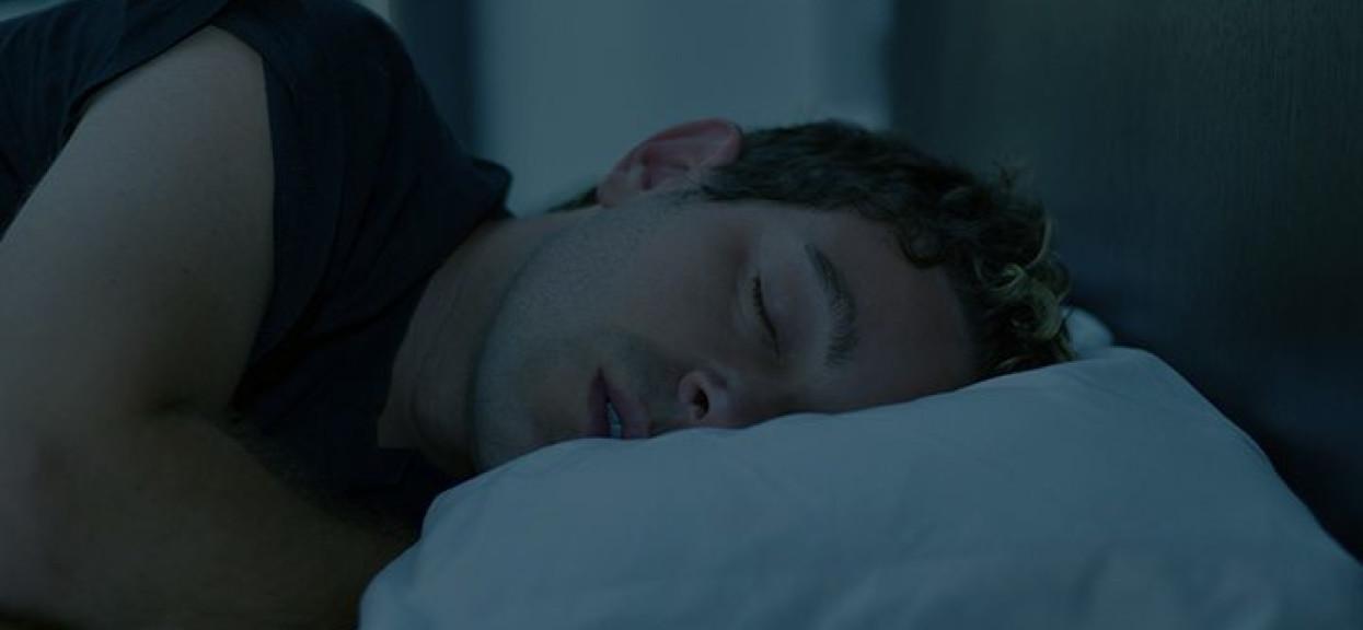 Masz problem ze snem, a chcesz szybko zasnąć w kilka minut? Niezwykle skuteczna technika, wymyślono ją w wojsku