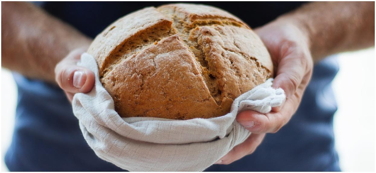 W chlebie, który kupujesz jest ten składnik? Robi się go z ludzkich włosów