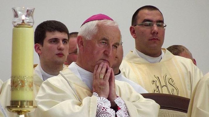 Polski biskup miał wykorzystać 15-latkę. Właśnie ujawniono, co łączyło go z Janem Pawłem II
