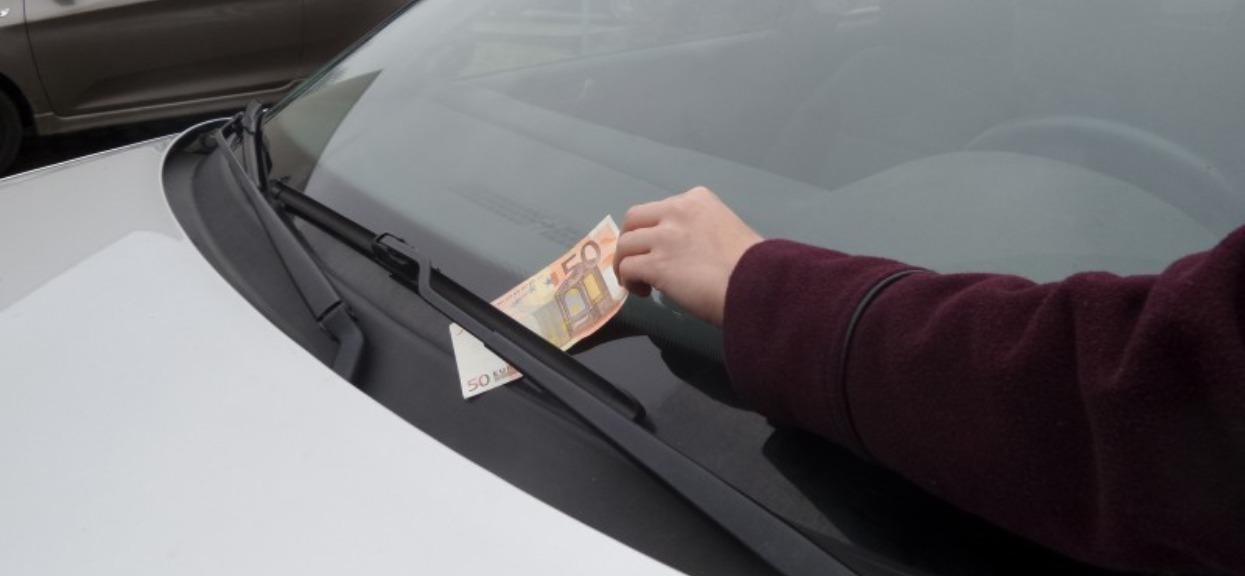 Zobaczyłeś banknot za wycieraczką? Jesteś w wielkim niebezpieczeństwie