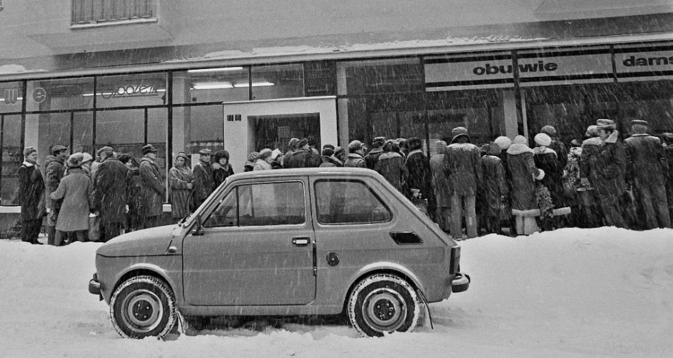 Kolejki w PRL. Żeby zrobić zakupy, swoje zawsze trzeba było odstać