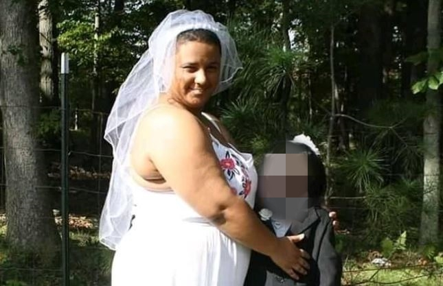 """Najgorsze zaręczyny na świecie? Dziewczyna musiała wyjąć pierścionek z bardzo """"prywatnego"""" miejsca"""