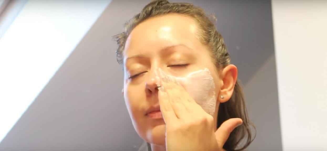 Szczena opada, ma 78 lat i sama robi sobie makijaż. Wygląda o kilkadziesiąt lat młodziej, niesamowite