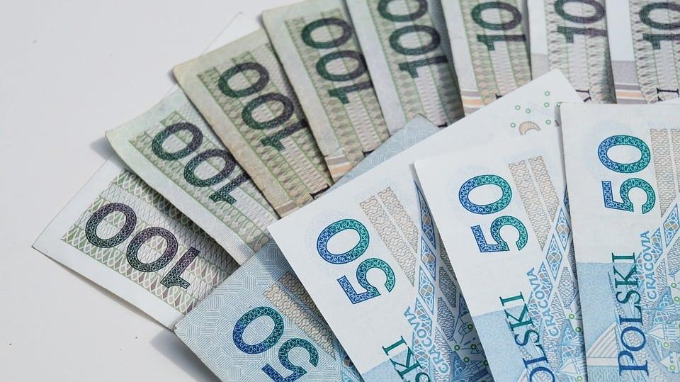 Ponad pół miliona Polaków otrzyma dodatkowe pieniądze. Rewelacyjne informacje, wystarczy spełnić jeden warunek
