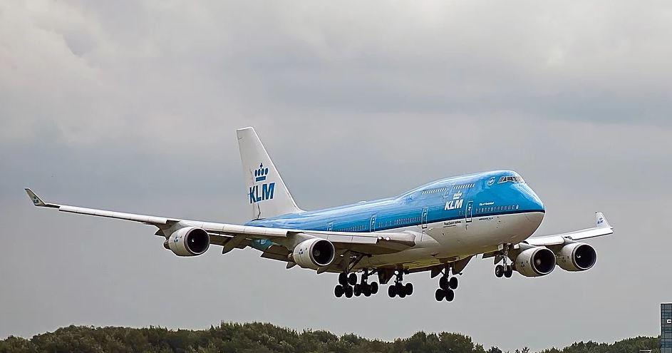 Załoga samolotu wydała zakaz korzystania z ubikacji. Powód jest zadziwiający
