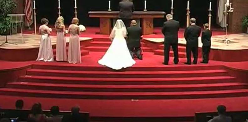 Nagle wszyscy przestali się modlić. Ślub przerwał wielki huk, od razu rzucili się na pomoc