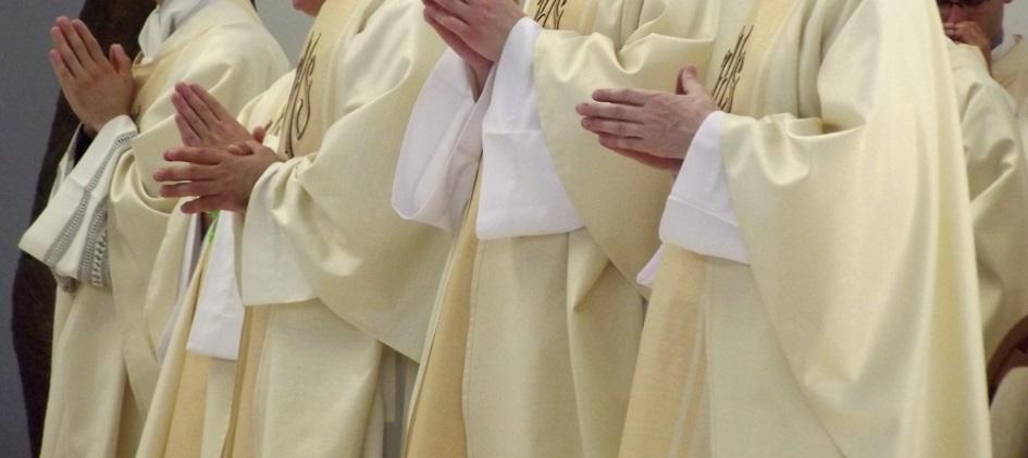 Czy księża powinni jawnie rozliczać się z pieniędzy zebranych na tacę?